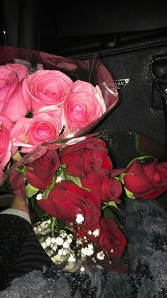 Precious Tips for Outdoor Gardens In general, almost half of the houses in the world… Rose Bouquet Valentines, Rose Wedding Bouquet, Foto Snap, Beautiful Roses Bouquet, Red Rose Arrangements, Alcohol Aesthetic, Valentine Day Cupcakes, Book Flowers, Snapchat Picture