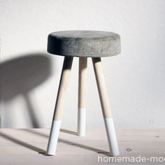 Un taburete de cemento bien fácil de hacer. HomeMade Modern DIY $5 Bucket Stool