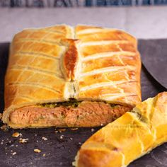Salmon en Croute - filet of salmon enveloped by a puff pastry crust, yum! Seafood Recipes, Dinner Recipes, Pastry Dishes, Salmon Fillets, Meatless Monday, Sugar And Spice, Diy Food, Entrees, Favorite Recipes