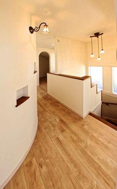 2階ホールのアールの壁にはニッチを2ヶ所設けました。|自然素材|おしゃれ|ニッチ|