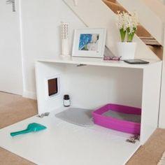 Een kastje met een katteluik er in, schoonmaken en deurtje dicht.