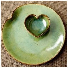Fantastic Free Slab pottery techniques Popular This would make a wonderful side plate for bread, oil and balsamic Pottery Plates, Slab Pottery, Ceramic Pottery, Thrown Pottery, Pottery Vase, Pottery Wheel, Ceramic Clay, Ceramic Plates, Porcelain Ceramic