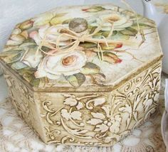 cajas decoradas c/pintura-decoupage Decoupage Box, Decoupage Vintage, Altered Boxes, Altered Art, Painted Boxes, Wooden Boxes, Hobbies And Crafts, Diy And Crafts, Box Roses