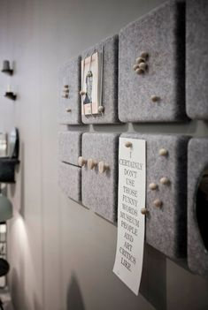 Korkplatten mit Filz bekleben oder an der Rückwand festtackern Glue cork panels with felt or cling to the back wall Pin: 736 x 1098 Memo Boards, Cork Boards, Pin Boards, Diy Memo Board, Bulletin Boards, Magnetic Boards, Info Board, Make Your Own Pins, Cork Panels