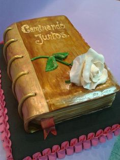 Perfect Cake Design for the Antique Book Lover  :)