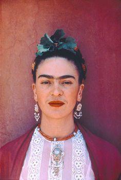 """Frida Kahlo  1907-1954  Mèxic  Artista. Feminista. Bisexual.  """"Pies, ¿para qué los quiero si tengo alas pa' volar?"""""""