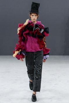 Viktor & Rolf Fall 2016 Couture Fashion Show - Johanna Defant Jordaans vluchtelinen volants