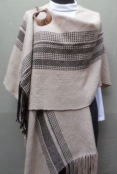 Shawl Patterns, Weaving Patterns, Loom Weaving, Hand Weaving, Woven Scarves, Fashion Design Drawings, Weaving Projects, Tear, Fabric