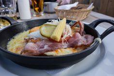 Käseschnitte @ Mottahütte in #Lenzerheide Places To Eat, Pork, Beef, Foodies, Restaurants, Heaven, Arosa, Swiss Recipes, Eat Lunch