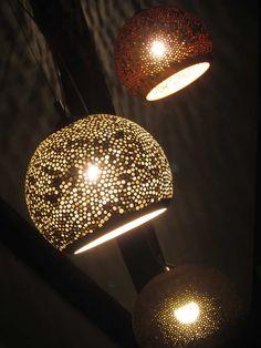 Exclusieve hanglampen gemaakt van klei met een schitterende uitstraling.