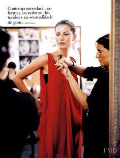 Photo of Brazilian fashion model Gisele Bundchen. 90s Models, Female Models, Fashion Models, Fashion Show, Fashion Design, Brazilian Girls, Brazilian Models, Gisele Bundchen Young, Gisele Bündchen