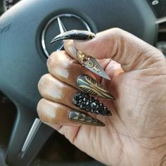 http://www.revelist.com/nails/black-panther-nail-art/11669/<p>I mean just look at this beauty.