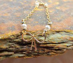 10% off saleChain bracelet Tie the knot Bow by GLITTERBOXJEWELRY