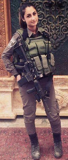 Sexy Guns and Buns Idf Women, Military Women, Military Girl, Military Police, Israeli Girls, Female Soldier, Girls Uniforms, Beautiful Women, Beautiful Celebrities