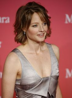 wavy chin length hairstyles | Jodie Foster with her Wavy Chin-length Hairstyle.