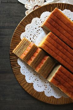 An excellent easy-to-bake recipe for durian Indonesian layer cake (durian lapis cake), fit for your everyday tea treat, or the festive Lunar New Year.