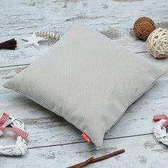 Poduszka dekoracyjna #PillowsGallery szara w pepitkę. Cena: 79 zł