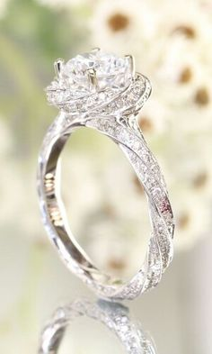 This rose shape #diamondring engagement ring is so beautiful