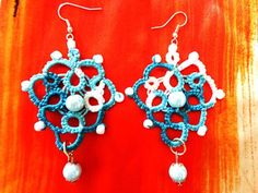 Heart shaped earrings with pendant and white pearls made with tatting technique.