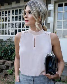 """1,037 curtidas, 15 comentários - DOCE FLOR (@doceflorsp) no Instagram: """"{Lançamento} Mais um look lindo da querida @camybaganha de blusa com pregas + short com faixa! """" Casual Wear, Casual Dresses, Fashion Dresses, Blouse Styles, Blouse Designs, White Fashion, Urban Fashion, White Jacket Outfit, Sewing Blouses"""