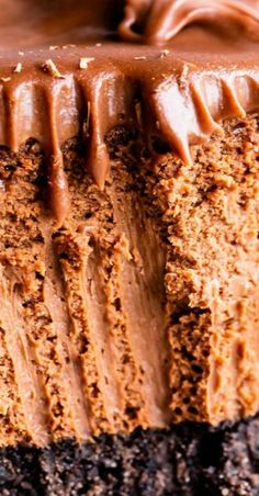 This silky smooth chocolate cheesecake is perfection. A half inch of Oreo crust and a layer of ganache means this is the last recipe you will ever need! Coconut Hot Chocolate, Best Chocolate Desserts, Chocolate Cheesecake Recipes, Homemade Chocolate, Melting Chocolate, Fun Desserts, Dessert Recipes, White Chocolate, Italian Hot