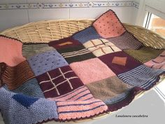 La manta de mis gatas (lana, dos agujas) ❤ 🐈🐈 ❤ #manta #blanket #catblanket #cat #cats #winteriscoming #blankettime #punto #dosagujas #knit #knitting #tricot #stricken #mantacalentita #mantabonita #warmblanket #mantatejida #knitblanket #lana #yarn #hogar #home #hechoamano #feitoamao #faitmain #handarbeit #handmade #lanalaneracascabelera
