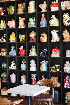 Look at these cookie jars! I love, love, love cookie jars....have one for every holiday except New Year's.....looking for a cookie jar shaped like a top hat....