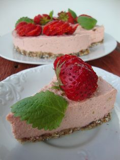 Raw cake, strawberry and lime