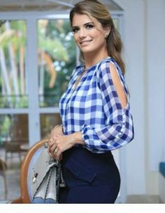 Awesome plaid blouse and navy pants Blouse Styles, Blouse Designs, Sleeves Designs For Dresses, Indian Designer Wear, Blouses For Women, Casual Outfits, Fashion Dresses, Womens Fashion, How To Wear