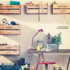 Caixas de feira no décor! Tem várias ideias lá no blog! - @biaperotti- #webstagram