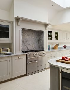 Harvey Jones Shaker kitchen with Blanco Perfecto worktop Kitchen Hoods, Big Kitchen, Shaker Kitchen, Open Plan Kitchen, Kitchen Ranges, Kitchen Dining, Kitchen Ideas, Kitchen Mantle, Kitchen Chimney