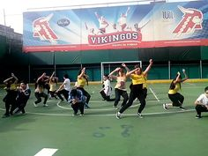 Alumnos de 3ero secundaria Colegio del Valle, coreografía Hip Hop, presentación de fin de curso.