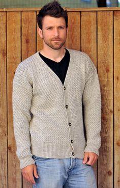 Gratis strikkeopskrifter: Strik en flot, klassisk cardigan til mænd med diskret strukturmønster