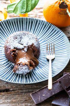 Schokoküchlein mit flüssigem Kern Mango Sorbet, Winter Desserts, Lava Cakes, Caramel Apples, Brownies, Muffins, Sweets, Baking, Tableware