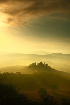 Belvedere, Val D'Orcia - Gorgeous morning light cutting past the famous farmhouse view in the Val D'Orcia, Tuscany, Italy. Pisa, Beautiful World, Beautiful Places, Magic Places, Tuscany Italy, Sorrento Italy, Italy Italy, Naples Italy, Venice Italy