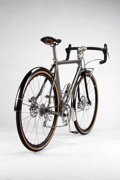 As a beginner mountain cyclist, it is quite natural for you to get a bit overloaded with all the mtb devices that you see in a bike shop or shop. There are numerous types of mountain bike accessori… Touring Bicycles, Touring Bike, Road Bikes, Cycling Bikes, Mountain Bike Shoes, Mountain Biking, Velo Cargo, Urban Bike, Urban Road