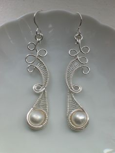 Curly earrings with pearls
