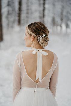 Brautkleid für eine Winterhochzeit Beautiful Bride, Most Beautiful Pictures, Most Popular Image, Snowy Trees, Winter Wedding Decorations, Winter Wedding Inspiration, Wedding Styles, That Look, Wedding Dresses