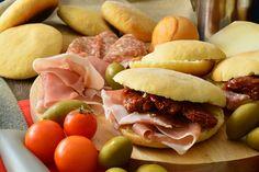 Le pucce leccesi Bimby, o salentine, sono semplici o con olive nere. Famose quelle alla pizzaiola, fatte in casa e farcite sono ancora più buone!