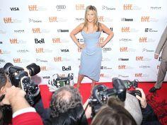 3. Jennifer Aniston: 31 millones de dólares  Jennifer Aniston es una de las mujeres más trabajadoras de Hollywood, y tiene 5 películas en curso. También sigue ganando mucho dinero gracias a las repeticiones de Friends.