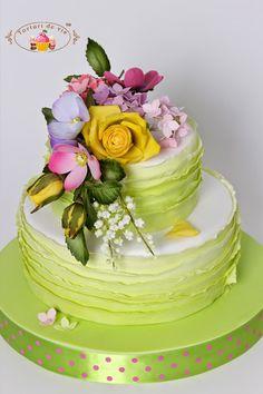 Tort cu flori si ruffles vernil