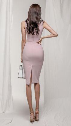 Kardashian's sisters portrait. Fashion Models, Fashion Beauty, Girl Fashion, Womens Fashion, Sexy Skirt, Dress Skirt, Bodycon Dress, Beautiful Asian Women, Sexy Asian Girls