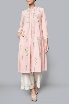 Chanderi silk kurti with beautiful embroidery placement. Indian Wedding Outfits, Indian Outfits, Indian Attire, Indian Wear, Casual Dresses, Fashion Dresses, Casual Wear, Embroidery Suits Punjabi, Silk Kurti