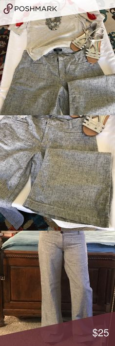 ❤️💖Banana Republic wide flared leg. ❤️❤️Banana Republic wide leg casual / dressy pants . Awesome for spring summer . Light weight 55% linen 45%cotton. Black white greyish textured fabric. Very cool but too long for me.m and never tailored. Very cool looking pants. New never used. Banana Republic Pants Wide Leg
