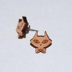 """Boucle d'oreille """"Chat"""" en bois nature non traité et support en titane, très hypoallergénique. Pour un style original toute en sobriété !! My Little Fox_Design for Kids"""