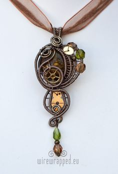 #Steampunk necklace: this would look stunning with a cream or ivory wedding dress