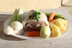 """Tête de veau """"Cookeo"""" ou pas... Pour 2 personnes Ingrédients : - 1 tête de veau (achetée chez votre boucher, c'est meilleur qu'en grande surface !) - 1 oignon - 2 clous de girofle - 1 bouquet garni (Thym + 1 feuille de laurier + 2 brin de persil) - 2..."""