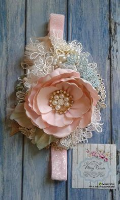 Trendy flowers fabric diy baby headbands IdeasYou can find Baby headbands and more on our website. Diy Baby Headbands, Felt Headband, Flower Girl Headbands, Vintage Headbands, Lace Headbands, Diy Hair Bows, Baby Bows, Flower Hair Clips, Handmade Flowers