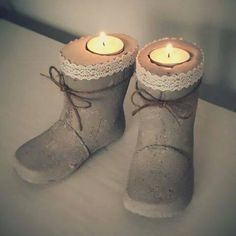 Use childrens old rubberboots as model to make these beton boots for candles. Cement Art, Cement Planters, Concrete Cement, Concrete Crafts, Concrete Projects, Concrete Garden, Concrete Design, Diy Projects, Concrete Boots