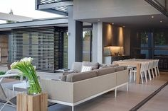 Located within the leafy suburb of Athol, Johannesburg, stands the latest contemporary stunner from Nico van der Meulen Architects. Designed by the highly acclaimed Werner van der Meulen, House Sar encapsulates luxury. Terrace Decor, Terrace Design, Block House, Design Entrée, Plan Design, Design Ideas, Residential Architect, Interior Decorating, Interior Design